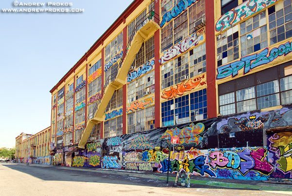 Facade of Crane Street Artist's Studios and 5-Pointz Graffiti Exhibit, Long Island City. <br>