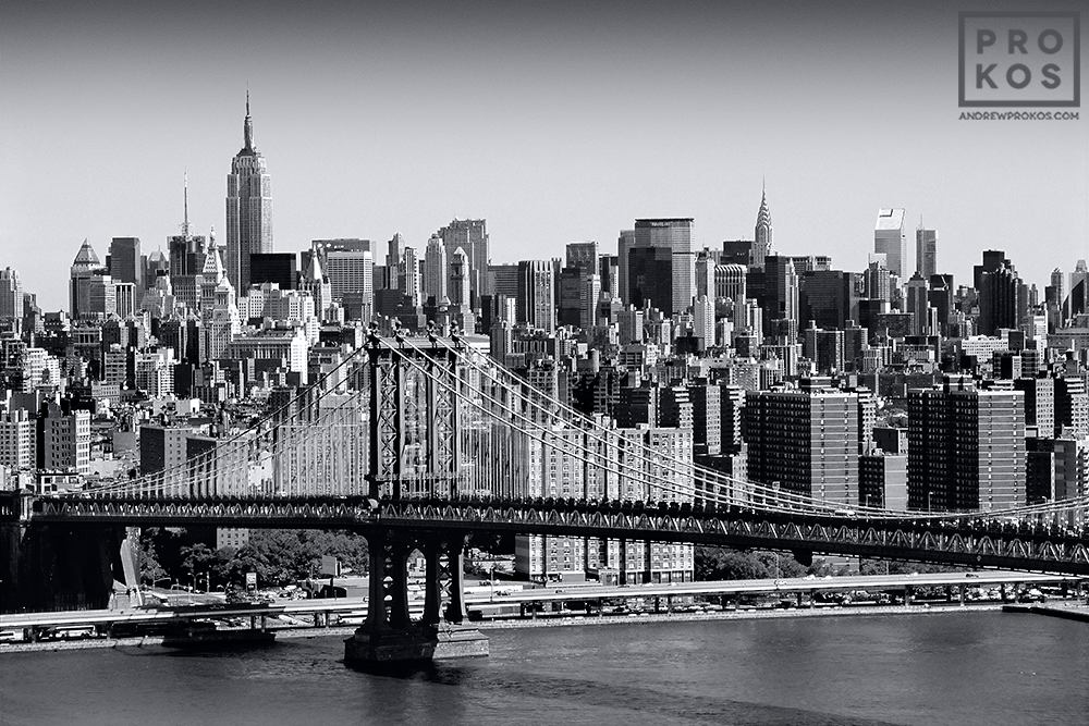 Skyline of New York City and the Manhattan Bridge in black and white