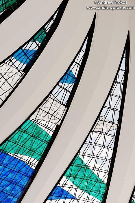 An architectural detail from the Cathedral of Brasilia. Um detalhe arquitetonico do Catedral de Brasilia.
