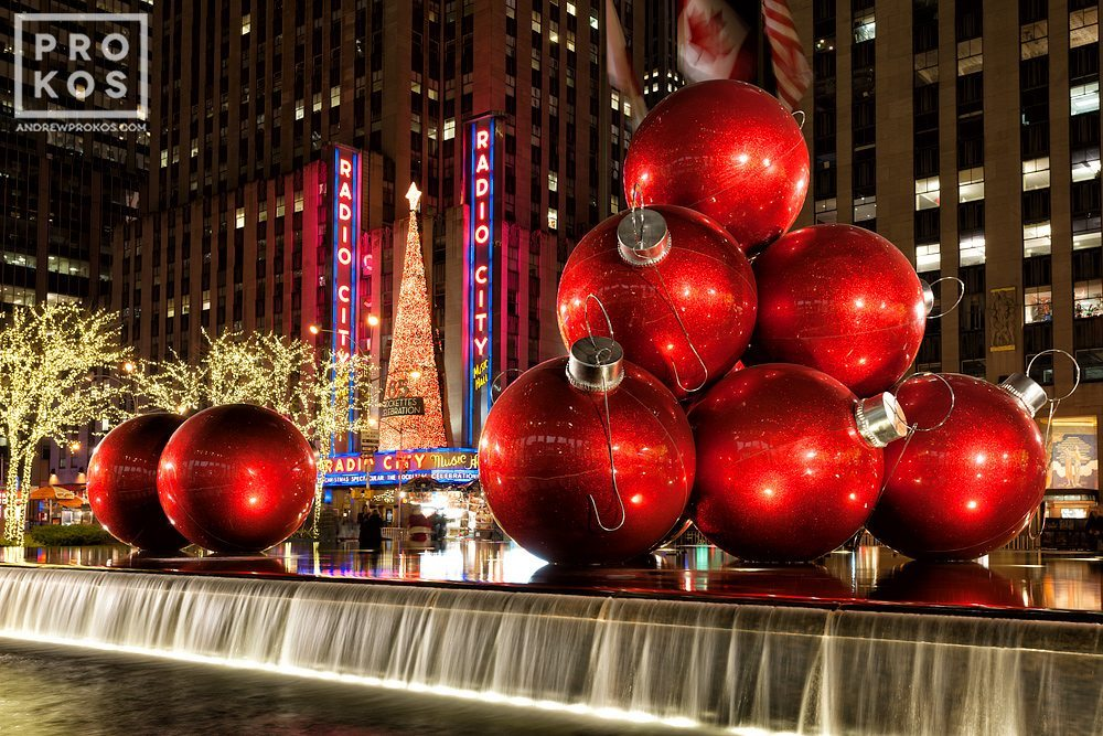 A night view of the Christmas decorations on 6th Avenue and Radio City Music Hall at Christmas.