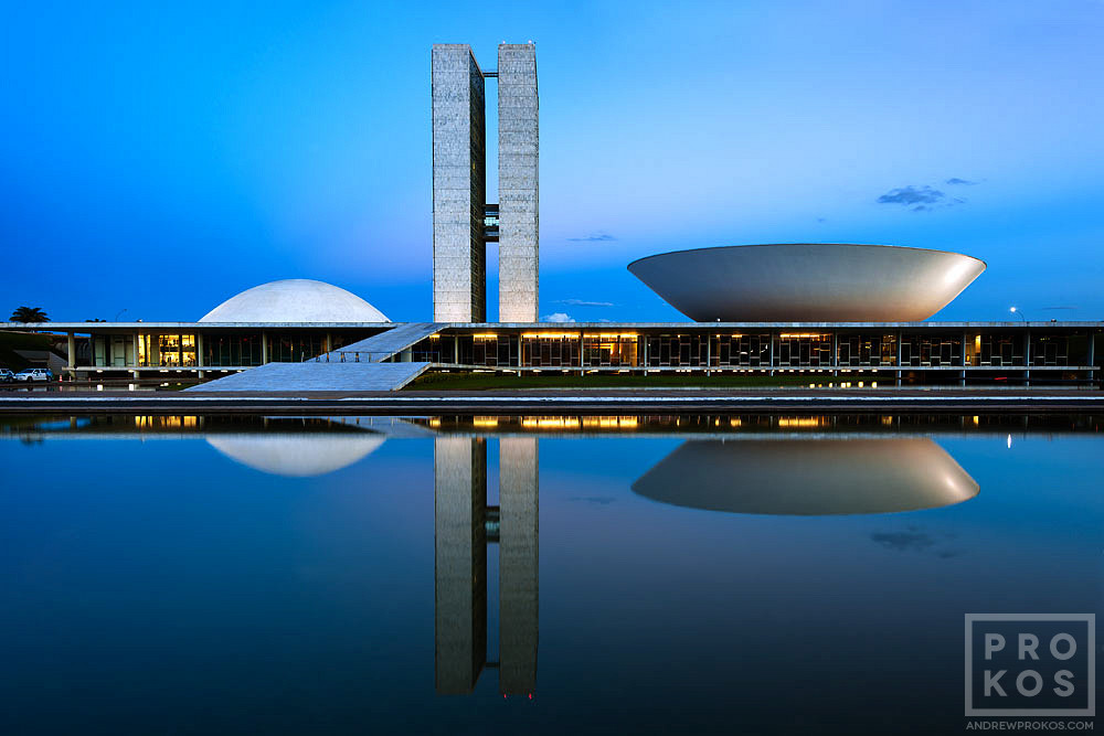 A view of the Congresso Nacional (Congress) of Brazil at dusk, Brasilia. Vista do Congresso Nacional ao anoitecer.