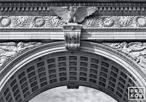 WASHINGTON SQUARE ARCH NYC BW PX